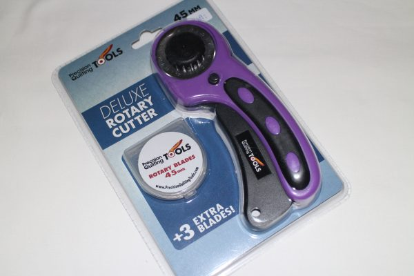 Deluxe rotary cutter