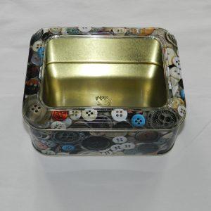 Metaldåse med knapper